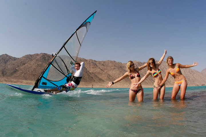 windsurfing girls